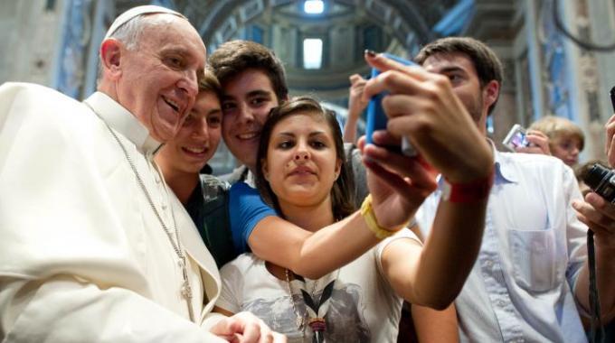"""Smentita la telefonata al giovane gay francese, la sala stampa vaticana dichiara """"aveva sbagliato numero, voleva ordinare una pizza ai 4 formaggi"""""""