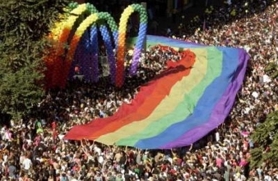 Gay_pride_new_york_city_1277702066
