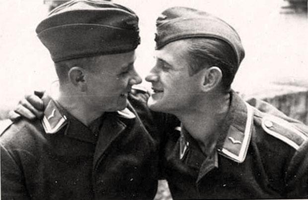 soldati_gay