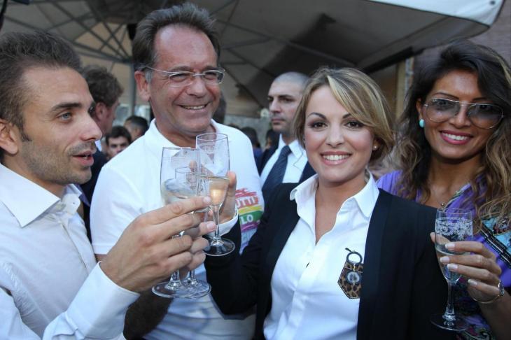 Napoli, Francesca Pascale riceve tessere ArciGay e GayLib
