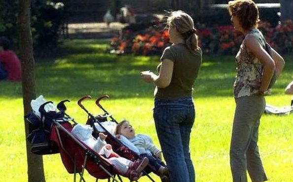 tuo_figlio_gay_gioca_con_le_bambine_e_due_mamme_si_picchiano_al_parco-0-0-435942