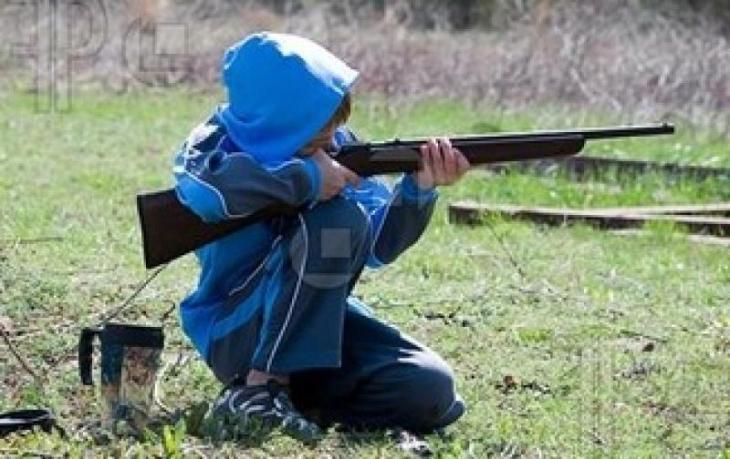 bambino-americano-fucile-235200